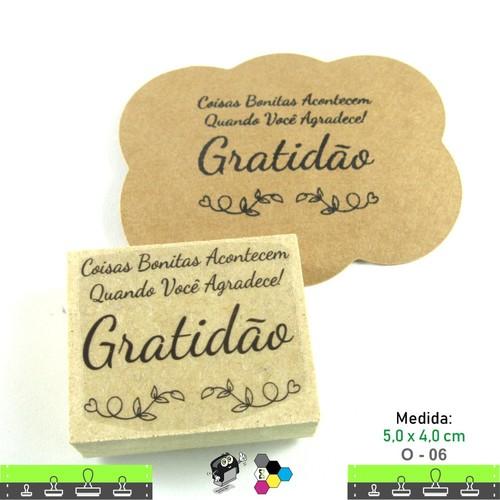 Carimbos Bonitos de Madeira, Linha Artesanal com Frase: Coisas bonitas acontecem quando você agradece. Gratidão - O06