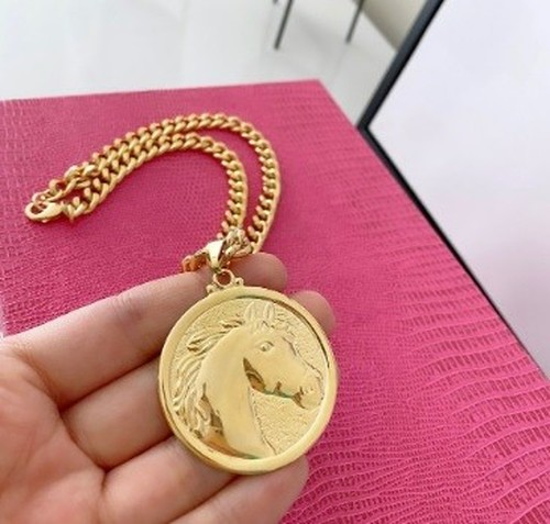Colar Medalha Redonda - Cabeça