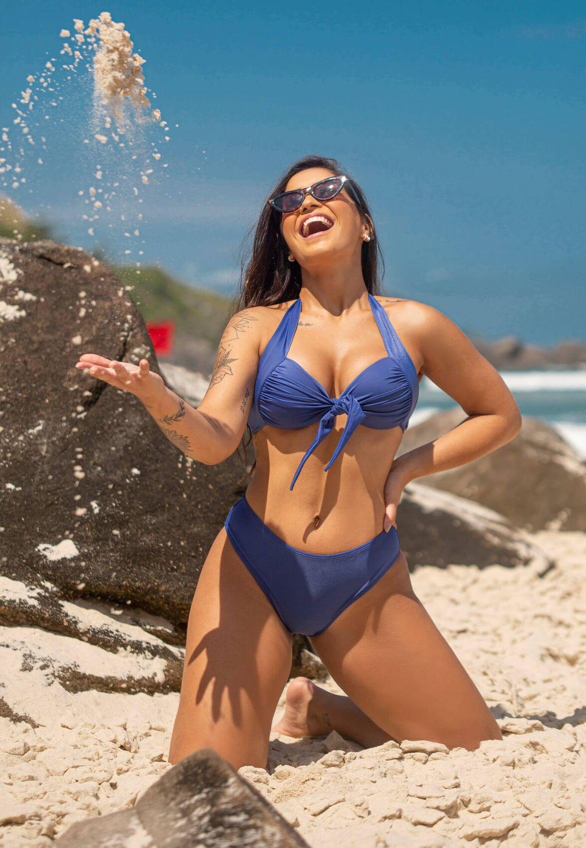 Conjunto Biquíni com Bojo Reforçado e Calcinha Cintura Média Azul