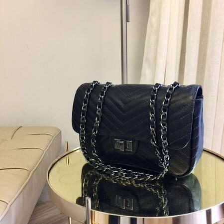 VERSALHES MEDIA Bolsa de corrente em couro legitimo preta com metais ônix matelassê chevron