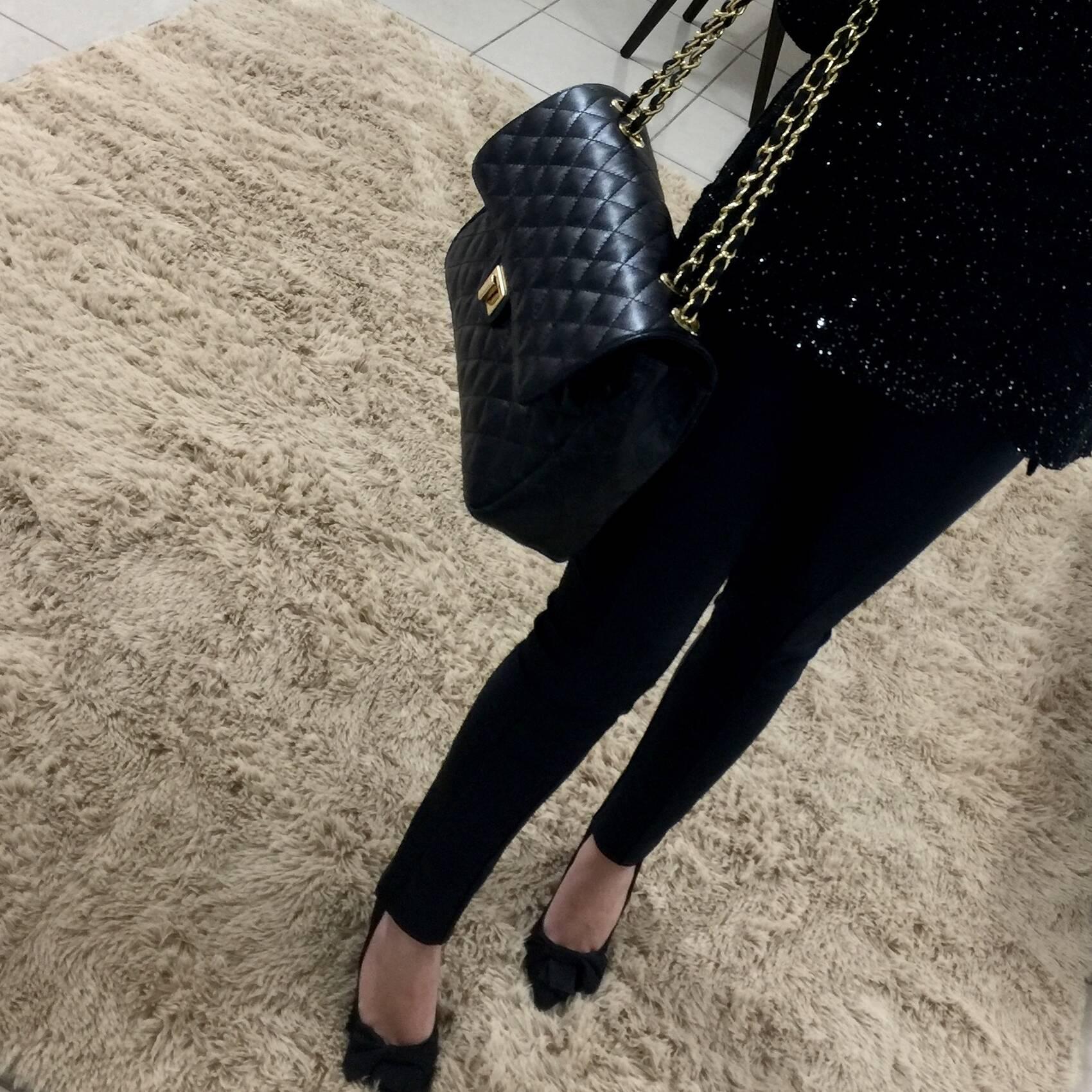 VERSALHES GRANDE Bolsa de corrente em couro legitimo preta com metais dourados matelassê tradicional
