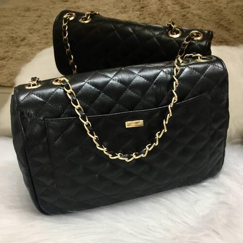 VERSALHES GRANDE Bolsa de corrente em couro legítimo preta com metais dourados matelassê tradicional