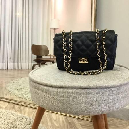 VERSALHES MÉDIA Bolsa de corrente em couro legítimo preta com metais dourados matelassê tradicional