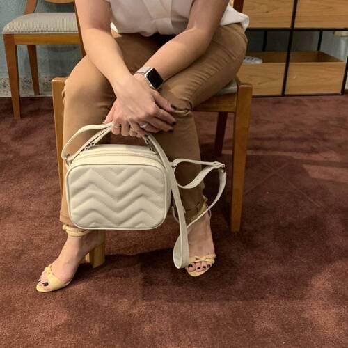 SANTORINI Bolsa quadradinha básica couro legítimo branca off white