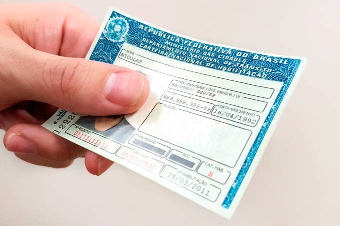 Governo amplia prazo para tirar CNH e libera carteira vencida