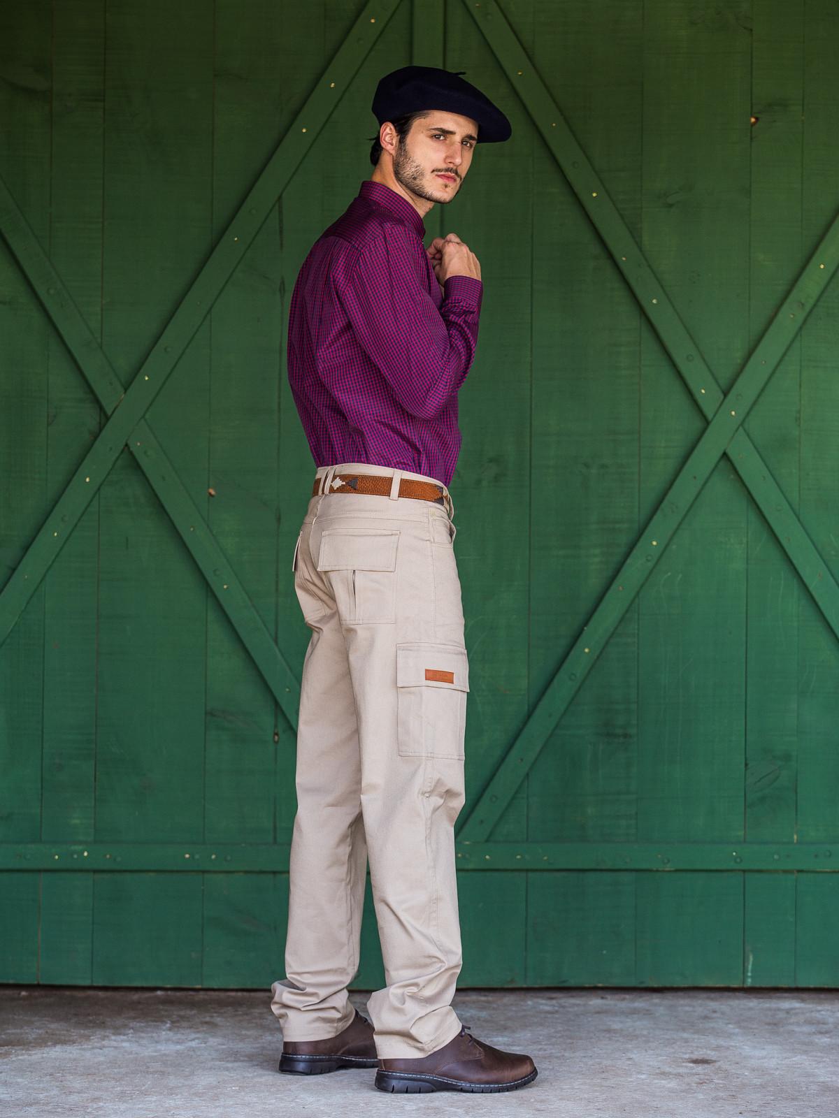 25807 - Calça Cargo Aguaceiro Masculina  - Tecido 98% algodão e 2% elastano.
