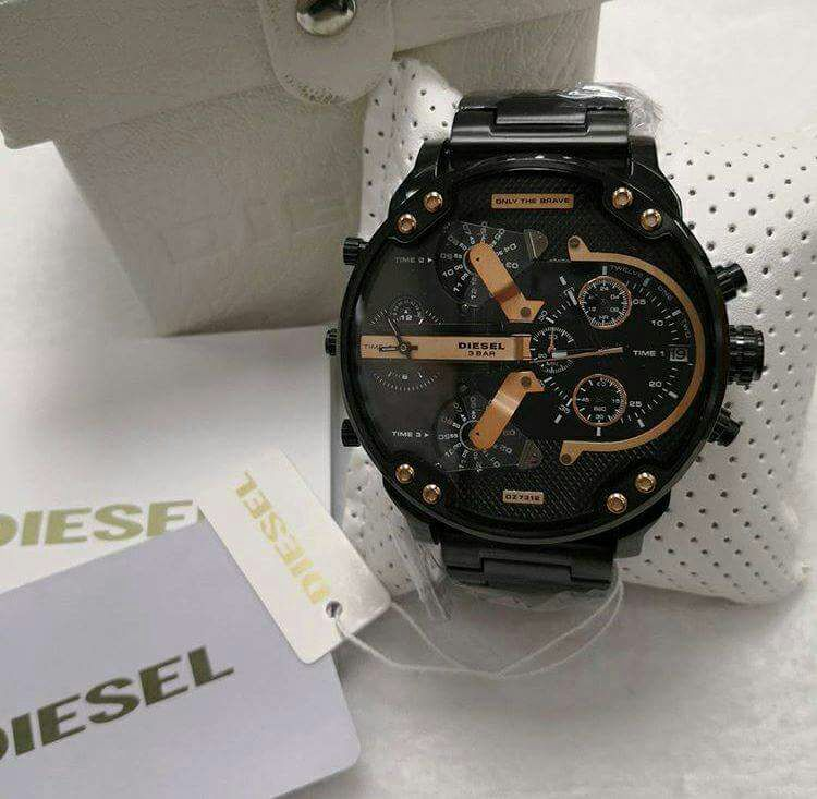 e98da0a3c21 Comprar Relógio Diesel 3 BAR - Mr. Daddy 2.0 Preto e Dourado ...