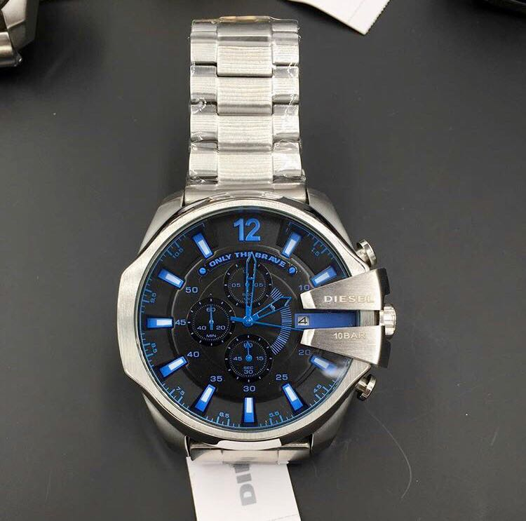 9f00aa7158 Comprar Relógio Diesel 10 BAR - Prata e Preto com Detalhes Azul ...
